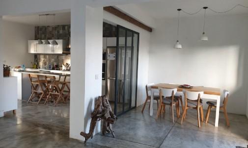 Maison moderne à vendre situé à Péreybère
