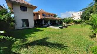 Villa familiale de 6 chambres à louer à Bain Boeuf